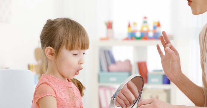 گفتار درمانی در منزل با آینه
