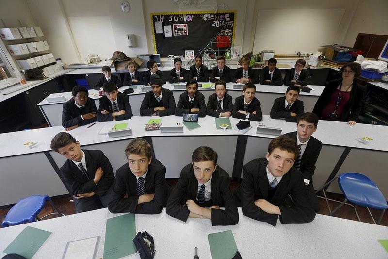 دانش آموزان سال نهم بیولوژی به همراه معلمشان، لندن.