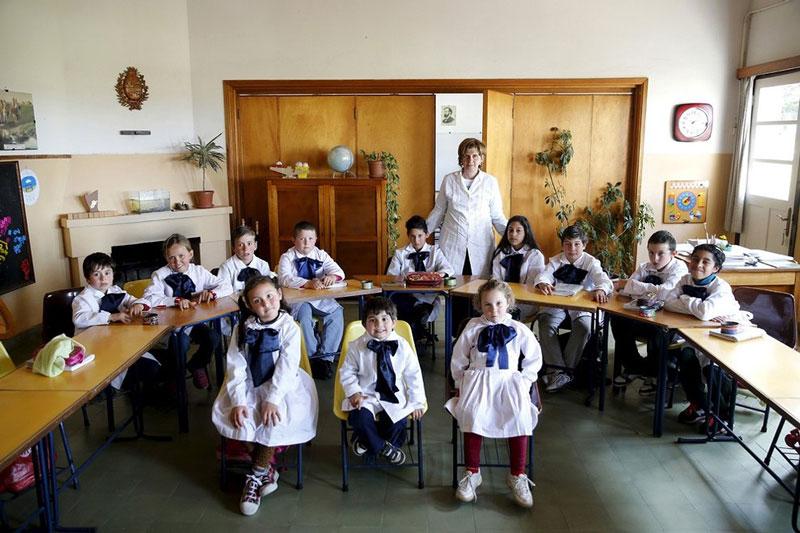 بچه های مدرسه ابتدایی در اروگوئه.