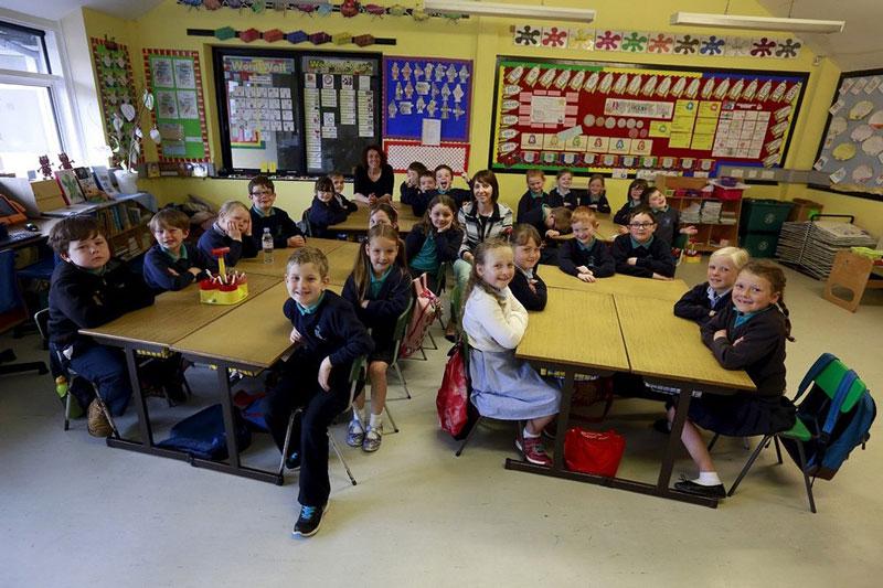دانش آموزان دبستانی در ایرلند.