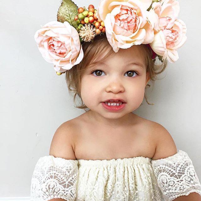 180 ژست عکس کودک در منزل