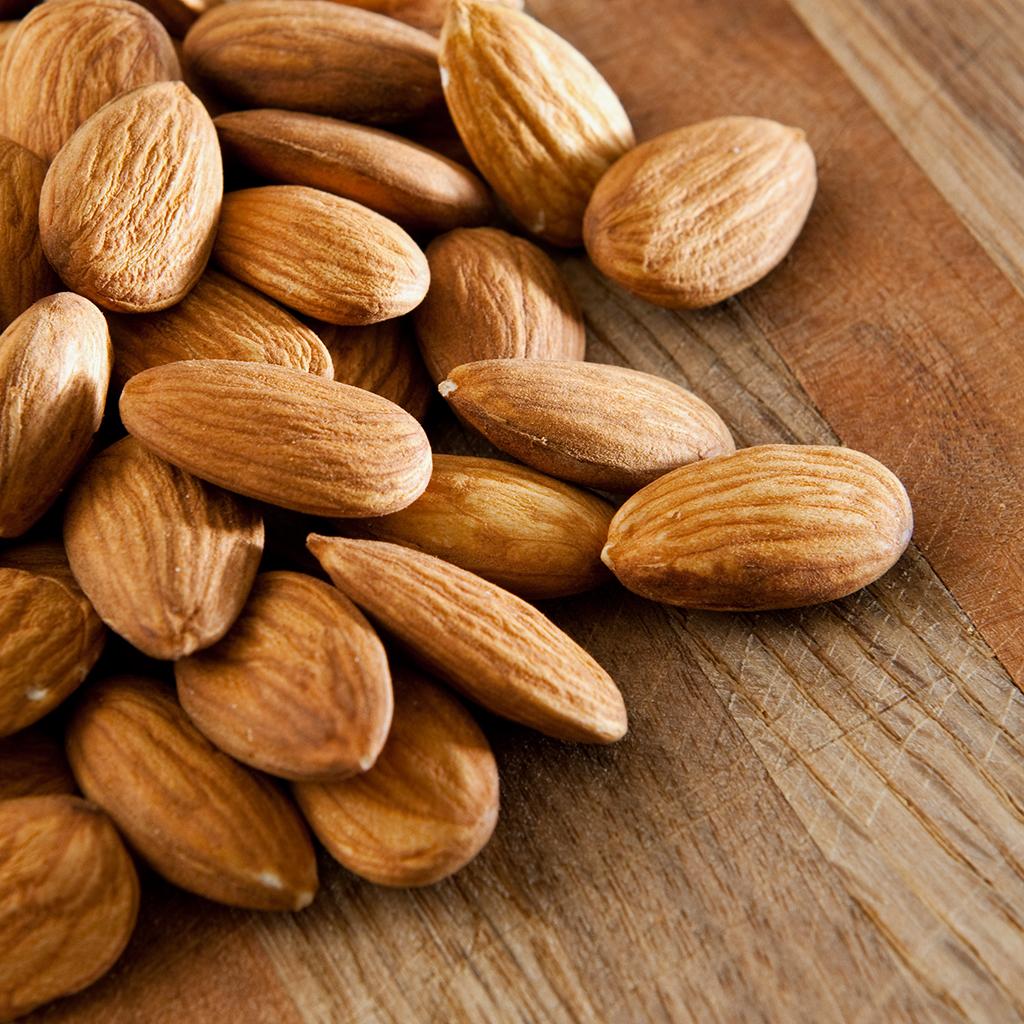 بادام - منبع پروتئین گیاهی