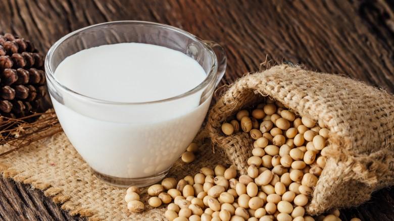 13.شیر سویا - منبع پروتئین گیاهی