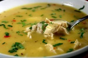 سوپ مرغ معجونی برای درمان گلودرد