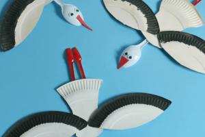کاردستی کودک: ساخت لک لک با ظروف یک بار مصرف