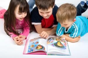 فواید کتابخوانی یرای کودک و کتاب مناسب برای سنین مختلف