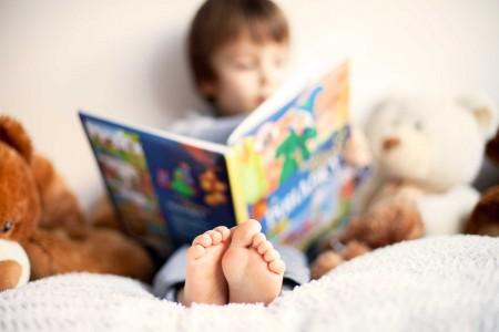 چگونه کودکان را به مطالعه تشویق کنیم؟