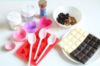 ساخت شکلات با گردو و کشمش