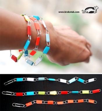 ساخت کاردستی روز مادر برای کودکان: دستبند با گیره ی کاغذ