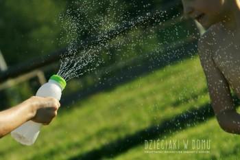 کاردستی و بازی: ساخت تفنگ آب پاش ساده با بطری شیر