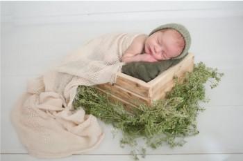 24 ایده عکاسی از نوزاد در آتلیه به همراه مادر و پدر