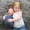 17 ایده عکاسی از نوزاد در آتلیه به همراه خواهر، مادر و پدر